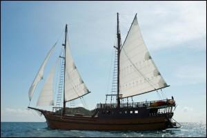 SY Diva Andaman - Sailing